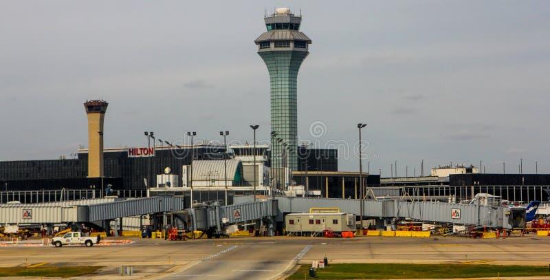 Torre di controllo all'aeroporto di O'Hare, Chicago, IL fotografia stock
