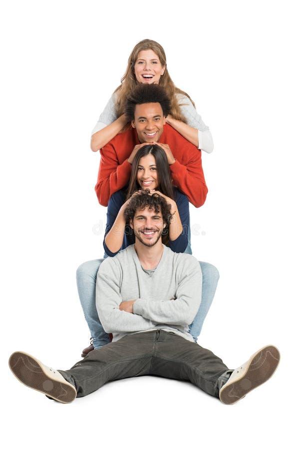 Torre di diversi giovani felici fotografia stock libera da diritti