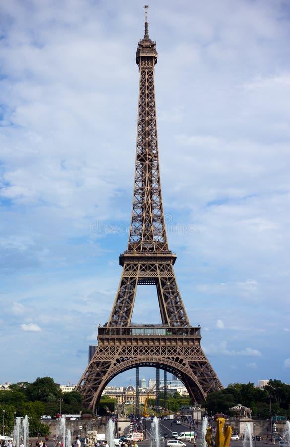 Torre di Effel contro cielo blu, Parigi, Francia, il 23 giugno 2013 fotografie stock