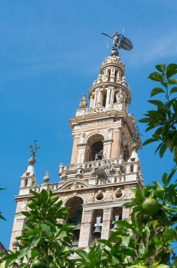 Torre di Giralda alla cattedrale di Siviglia immagini stock