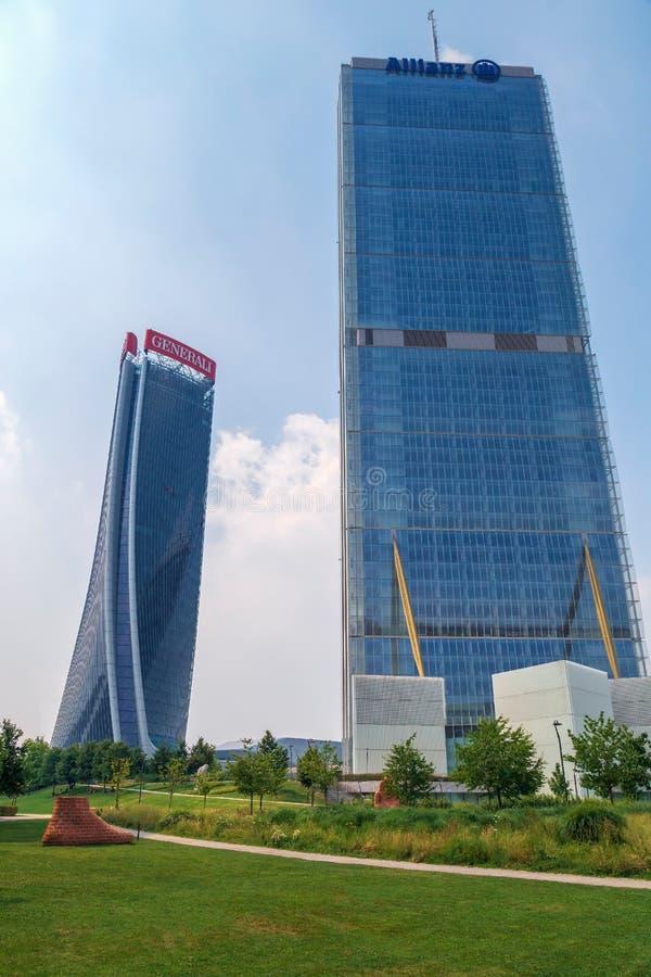 Torre di Isozaki e torre di Hadid nel complesso di vita di città, Milano, Italia fotografia stock libera da diritti