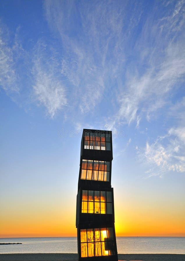 Torre di legno sulla spiaggia di Barcellona fotografia stock