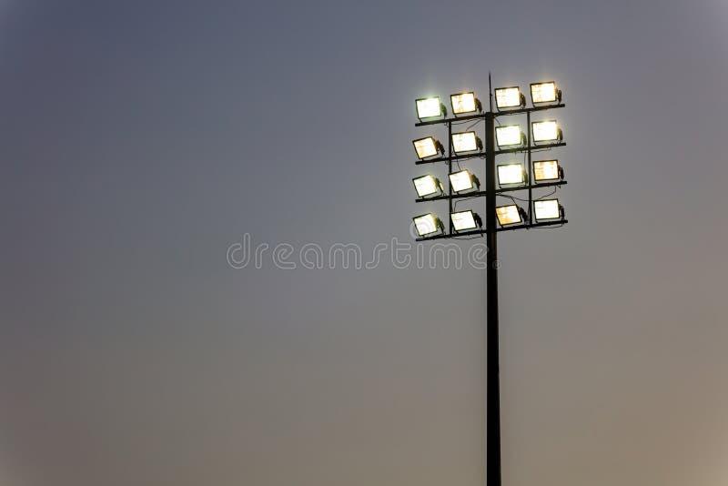 Torre di luci all'aperto dello stadio fotografia stock