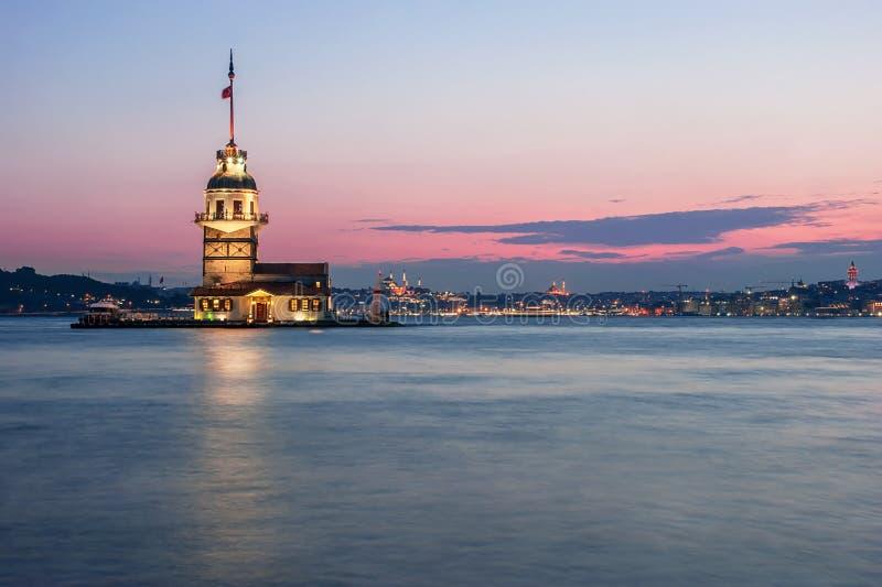 Torre di Maiden's al tramonto, torre e faro alla notte di bosphorus a Costantinopoli fotografia stock