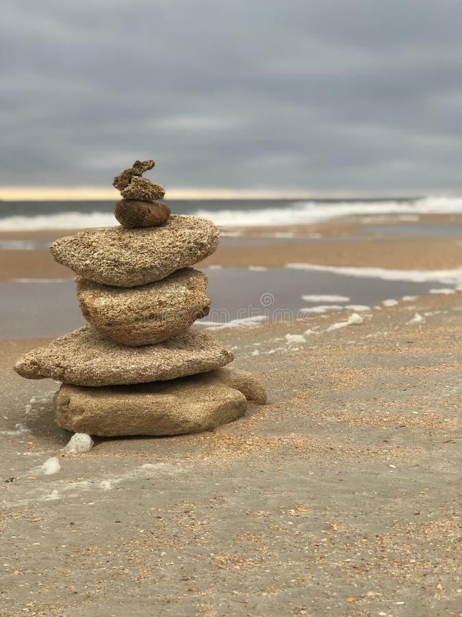 Torre di meditazione sulla spiaggia 6 fotografie stock