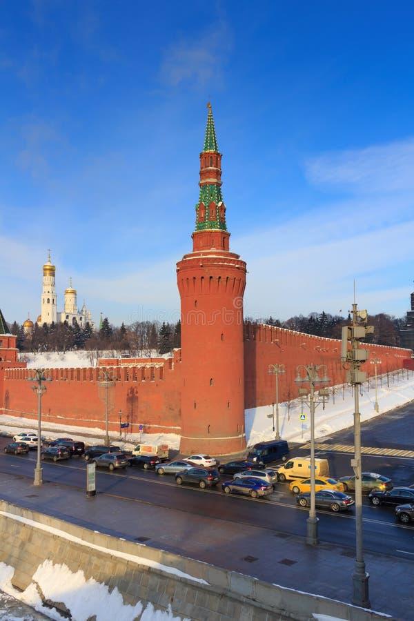 Torre di Moskvoretskaya del Cremlino di Mosca nella mattina soleggiata del winer immagini stock libere da diritti