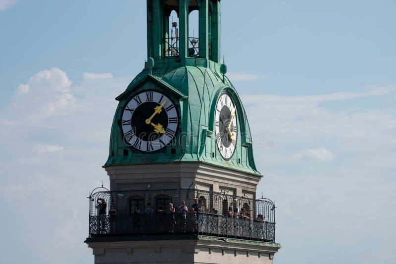 Torre di orologio della chiesa di St Peter Peterskirche fotografia stock libera da diritti