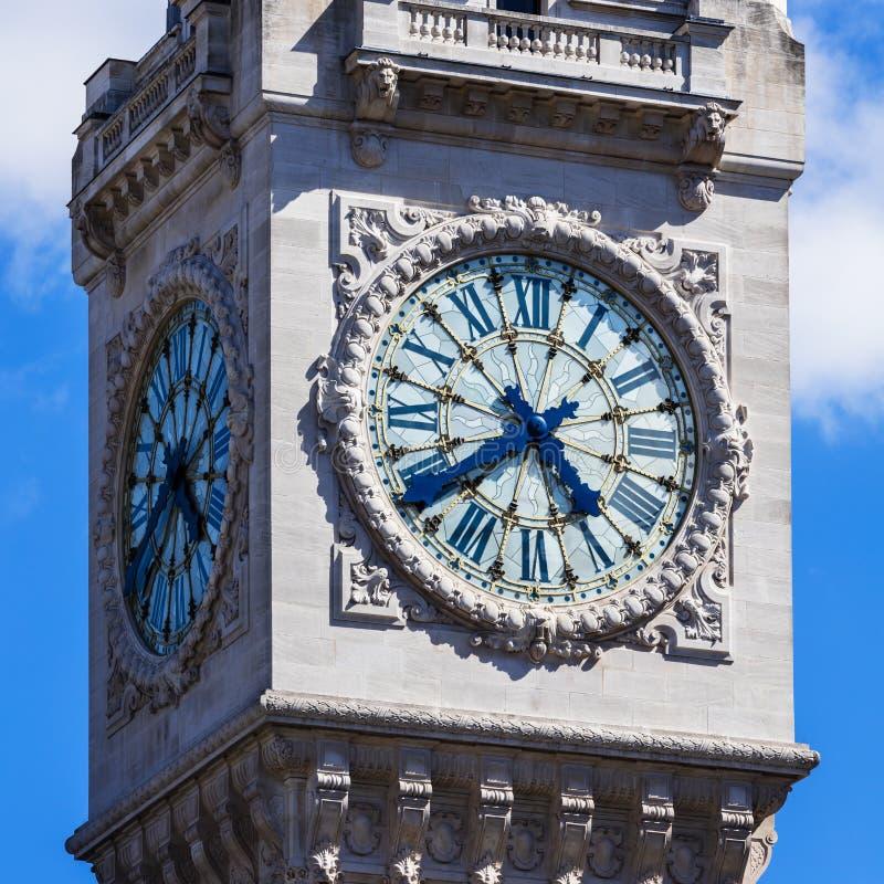 Torre di orologio della stazione ferroviaria del Gare de Lyon Parigi, Francia immagini stock libere da diritti