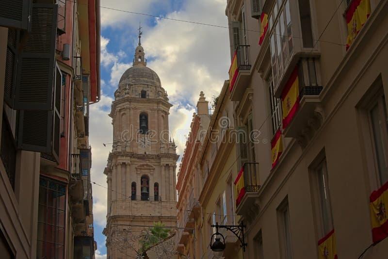 Torre di orologio delle case medie della cattedrale di Malaga, Spagna immagini stock libere da diritti