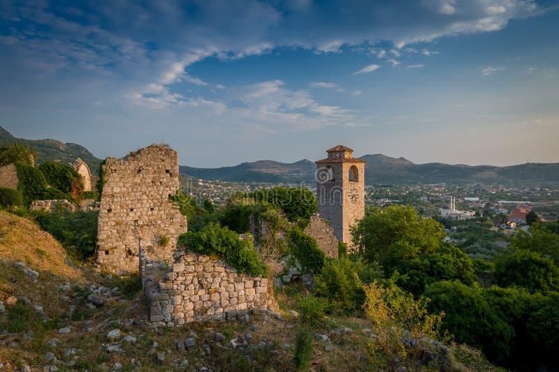 Torre di orologio medievale della fortezza di Stari Antivari immagini stock