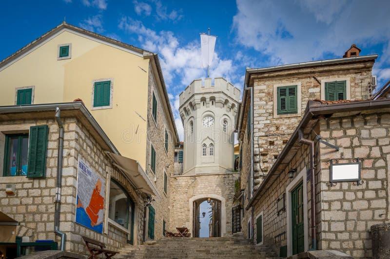 Torre di orologio nella vecchia città di Castelnuovo fotografie stock libere da diritti