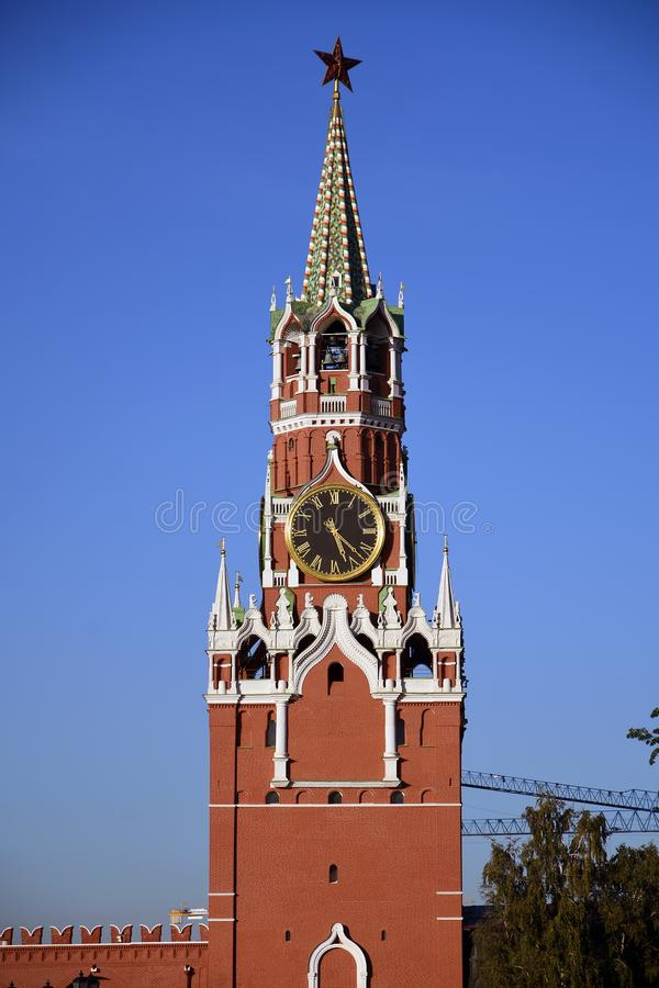 Torre di orologio di Spasskaya del Cremlino di Mosca Luogo del patrimonio mondiale dell'Unesco fotografia stock libera da diritti