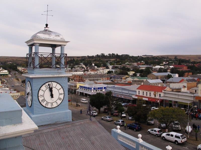 Torre di orologio sul tetto del museo dell'osservatorio in Grahamstown, Sudafrica immagine stock