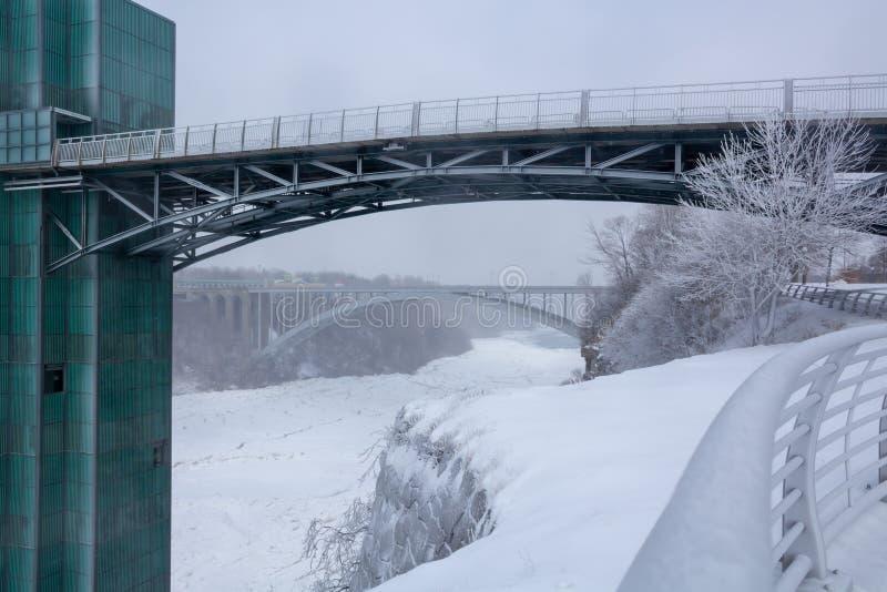 Torre di osservazione al parco di stato di cascate del Niagara immagine stock