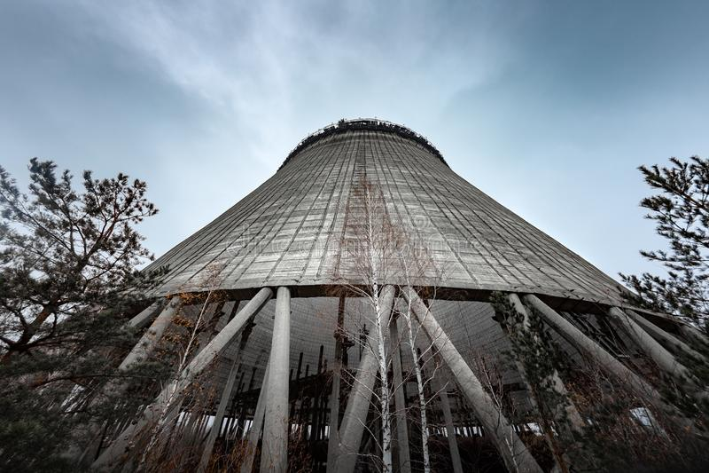 Torre di raffreddamento del reattore numero 5 dentro nella centrale atomica di Cernobyl, 2019 immagini stock libere da diritti