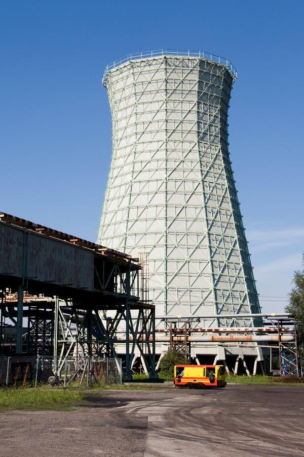 Torre di raffreddamento dell'asse della miniera di carbone fotografia stock