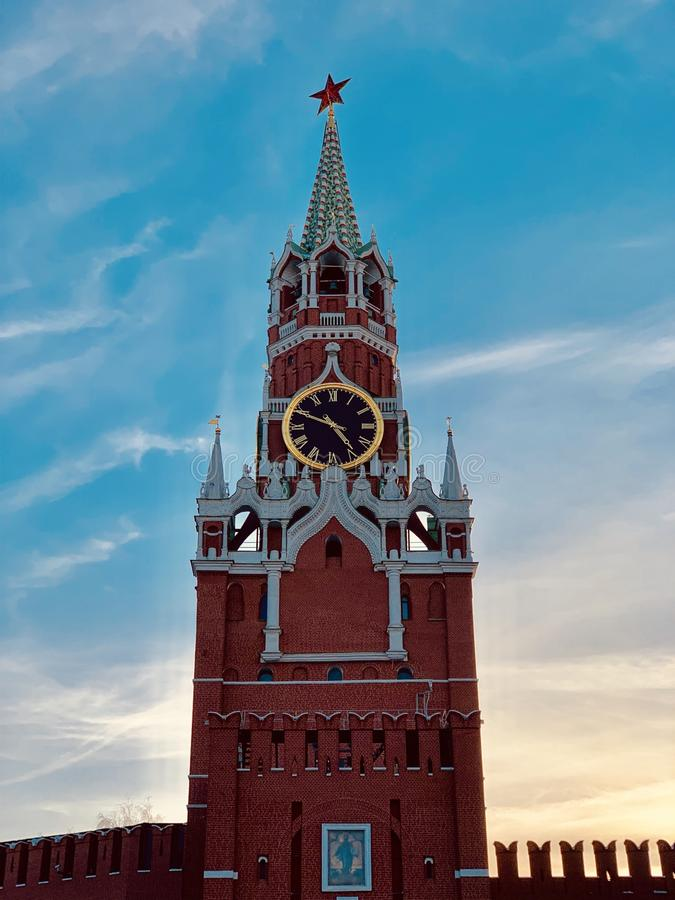 Torre di Spasskaya nella sera immagine stock libera da diritti