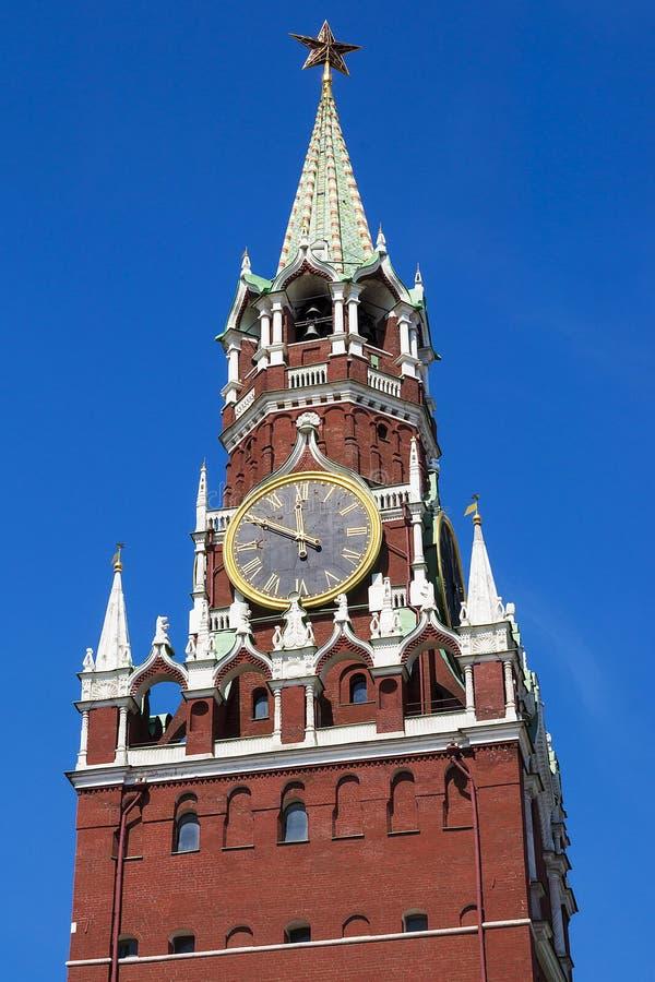Torre di Spasskaya sul quadrato rosso a Mosca, Russia immagini stock libere da diritti