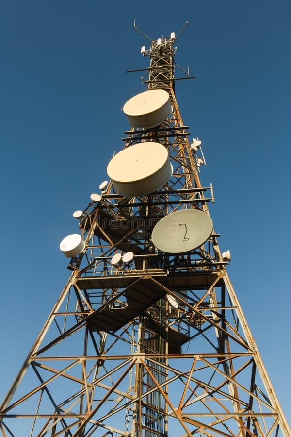 Torre di telecomunicazioni immagine stock libera da diritti