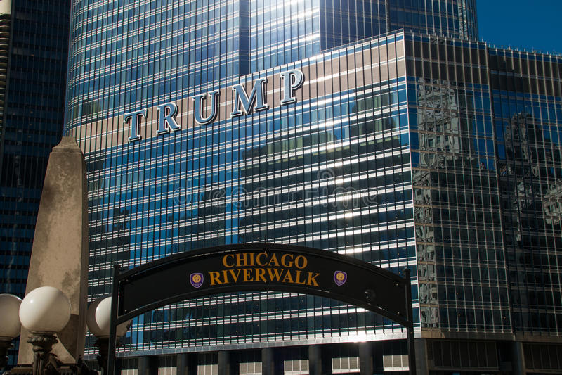 Torre di Trump nel ciclo del centro di Chicago fotografia stock libera da diritti