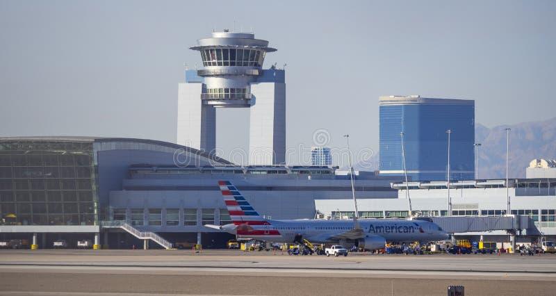 Torre do aeroporto de McCarran em Las Vegas - LAS VEGAS - NEVADA - 12 de outubro de 2017 foto de stock royalty free