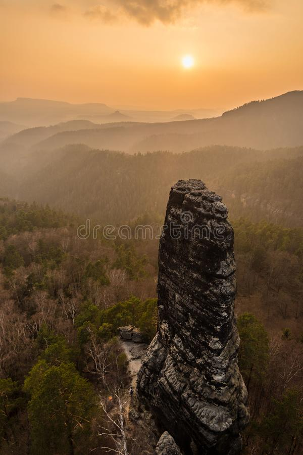 Torre do arenito na região Saxão-boêmia do arenito, Suíça boêmio, república checa foto de stock