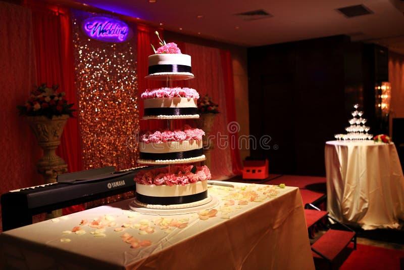 Torre do bolo de casamento imagem de stock royalty free
