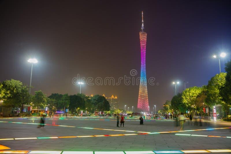 Torre do cantão, Guangzhou, China, na noite como visto do quadrado de Huachang imagens de stock royalty free