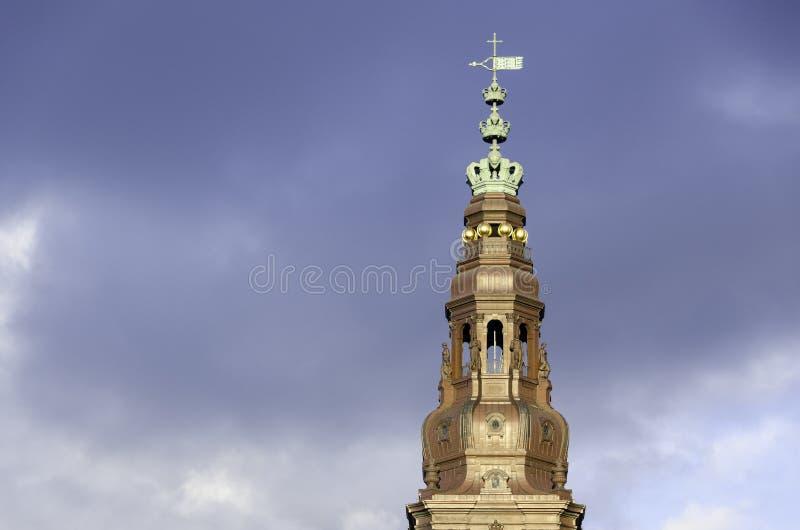 Torre do castelo de Christiansborg a construção dinamarquesa do parlamento foto de stock royalty free
