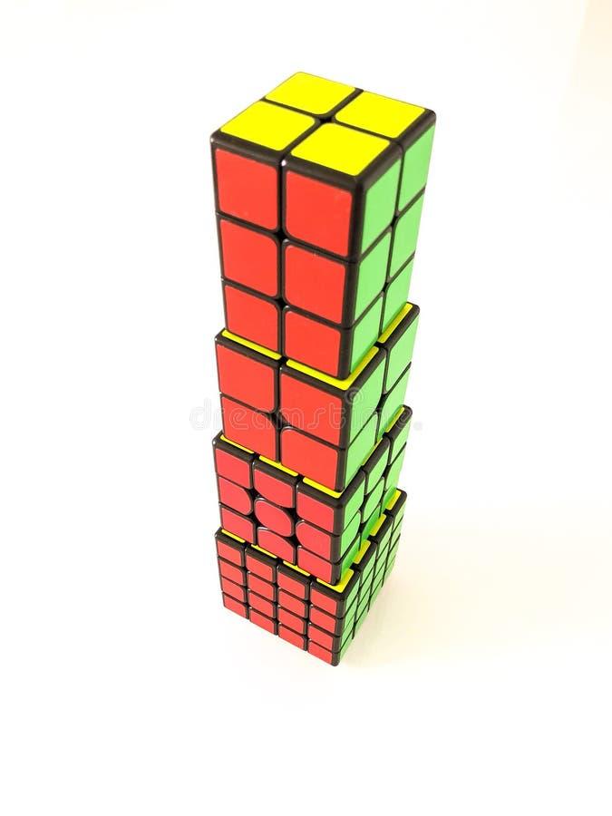 Torre do cubo de Rubik fotografia de stock