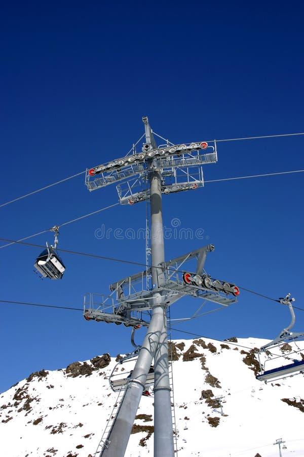 Torre do elevador de esqui imagens de stock royalty free