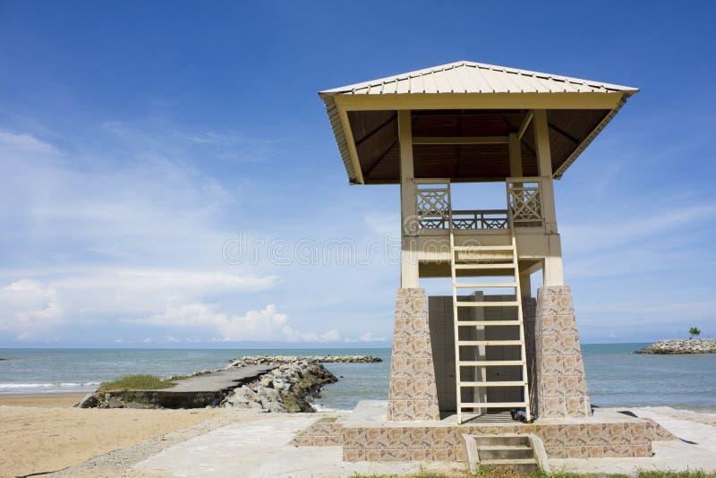 Torre do Lifeguard na praia de Jerudong, Brunei imagem de stock royalty free