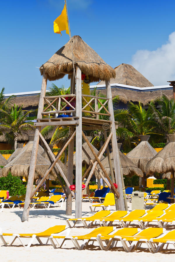 Torre do Lifeguard na praia do Cararibe fotos de stock royalty free