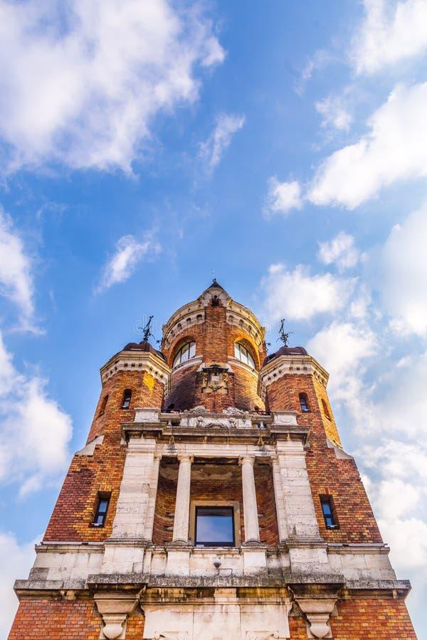 A torre do milênio conhecida como a torre de Gardos no condado de Zemun de Belgrado o capital da Sérvia A ideia da parte dianteir fotos de stock
