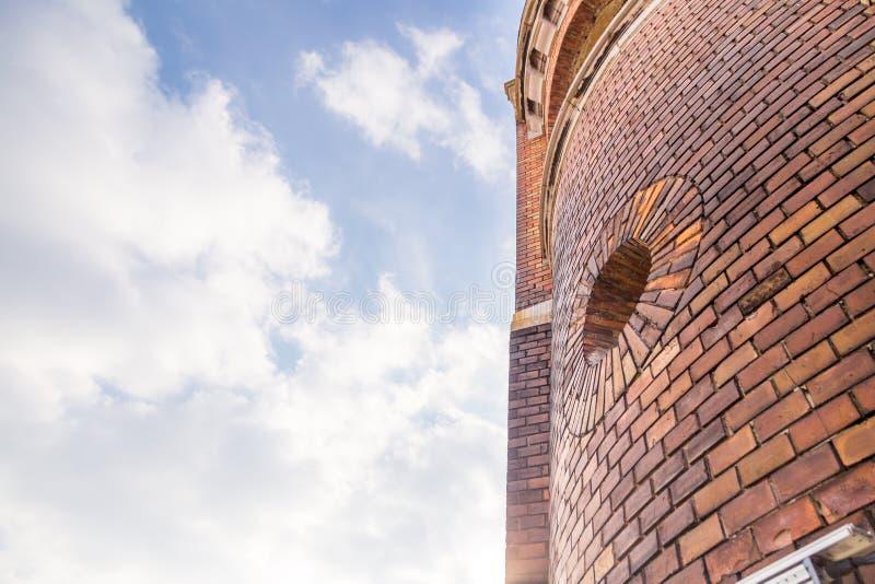 A torre do milênio conhecida como a torre de Gardos no condado de Zemun de Belgrado o capital da Sérvia A vista dos tijolos da to foto de stock royalty free