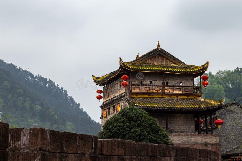 Torre do norte da porta na cidade antiga de Fenghuang, Hunan, China imagem de stock royalty free