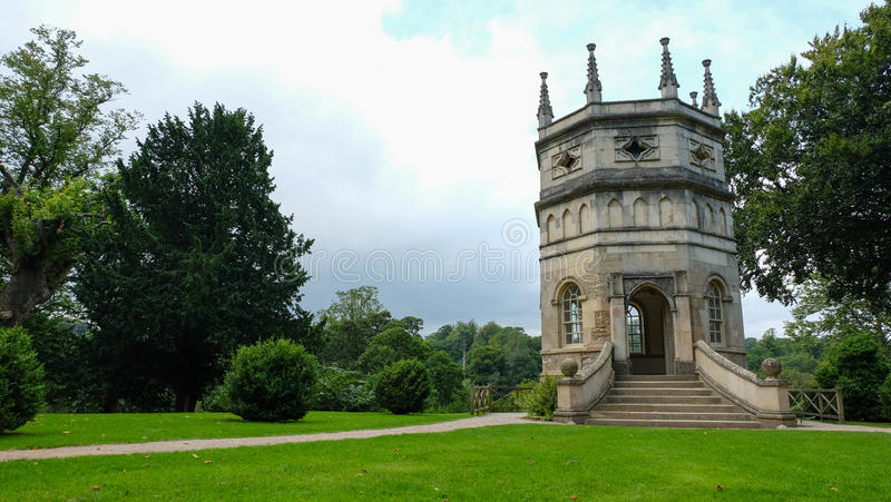 Torre do octógono, jardim real da água de Studley imagem de stock royalty free