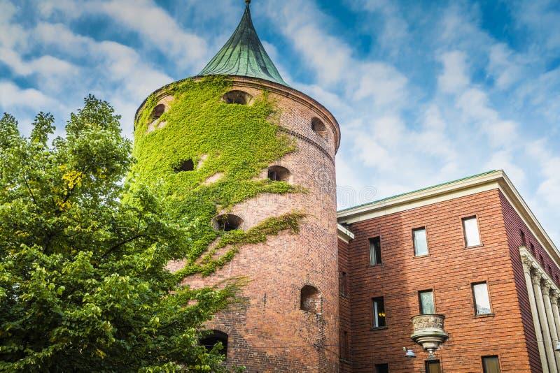 Torre do pó (Pulvertornis, cerca XIV de c ) em Riga, Letónia desde imagens de stock