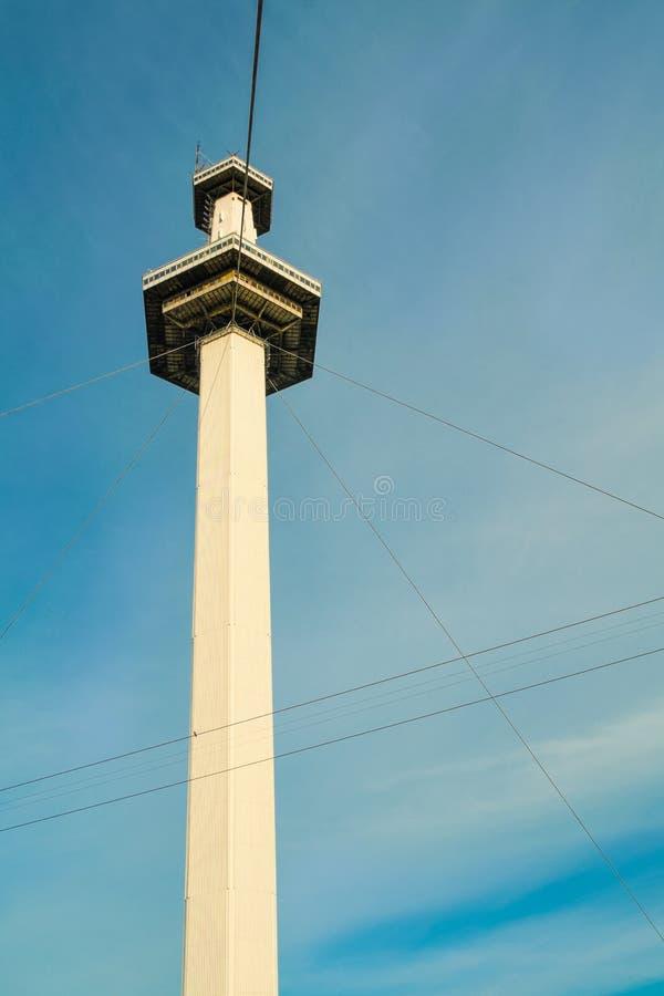 Torre do parque de diversões fotografia de stock