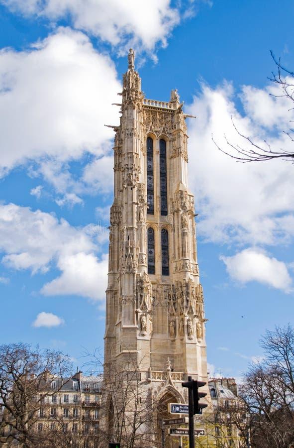 A torre do Saint-Jacques-la-Boucherie em Paris foto de stock royalty free