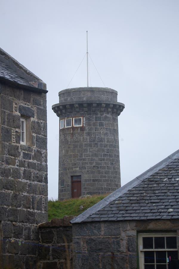 Torre do sinal na estação de costa de Hynish para Skerryvore Tiree foto de stock royalty free