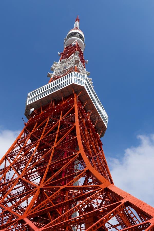 Torre do Tóquio, o marco de Japão no céu azul fotos de stock royalty free