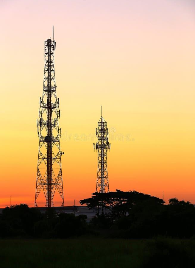Torre do telefone celular e antena de rádio foto de stock royalty free