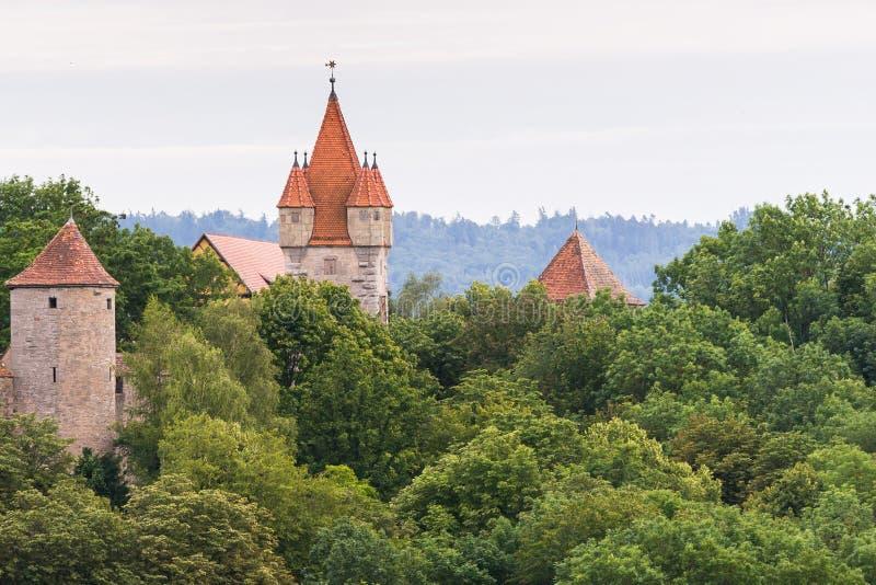 Torre e árvores de Rothenburg imagens de stock