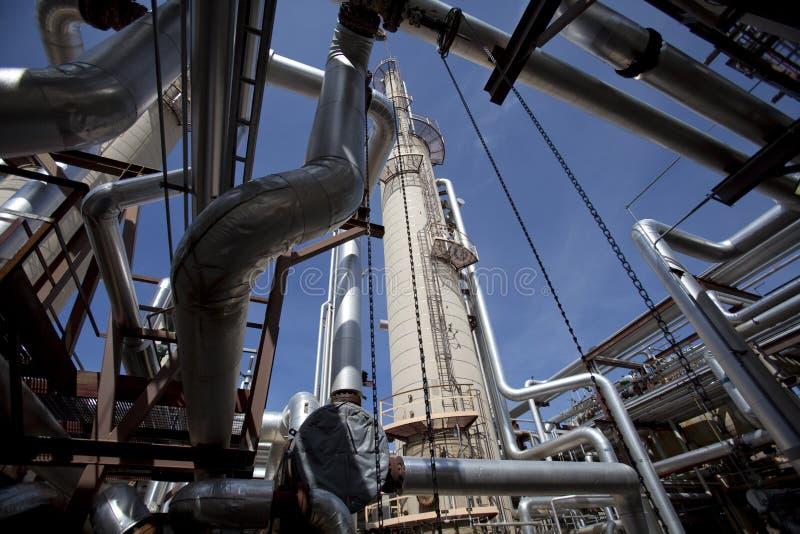 Torre e encanamento da planta do compressor de gás imagem de stock royalty free