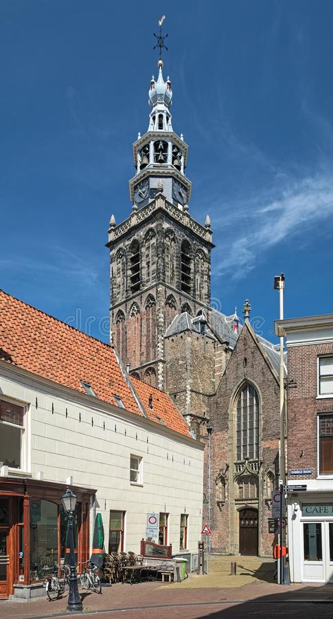 Torre e fragmento da fachada de Sint Janskerk no Gouda, Países Baixos imagens de stock royalty free