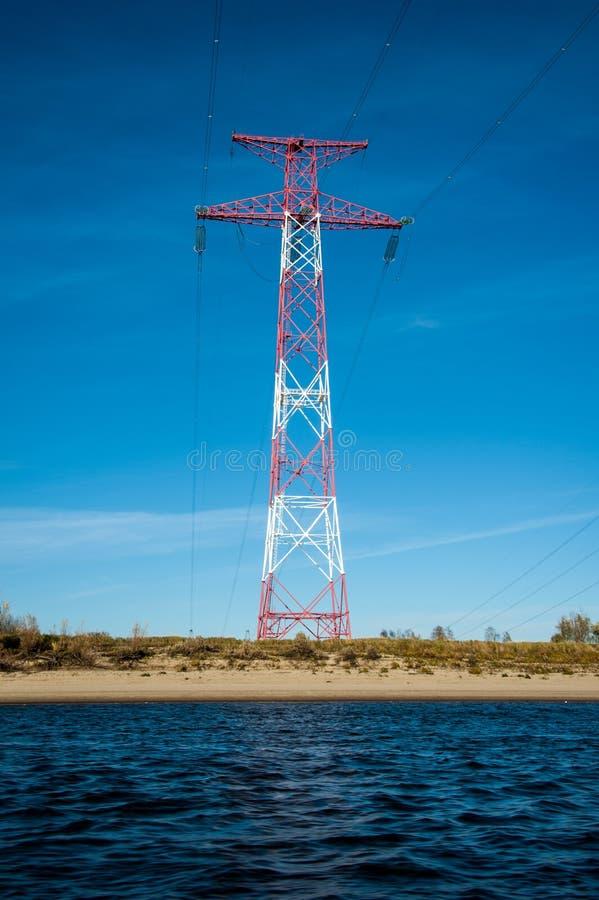 Torre e linhas de alta tensão da transmissão fotos de stock royalty free