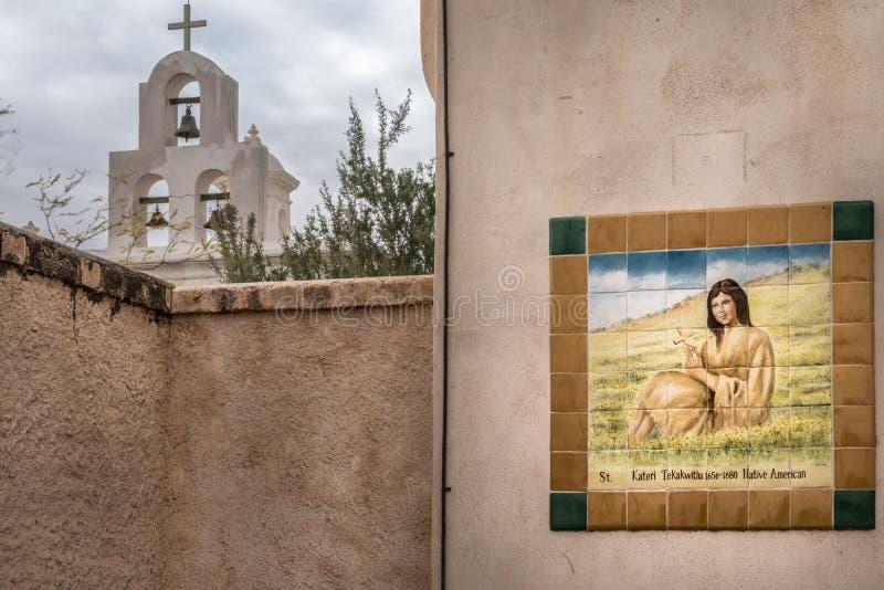 Torre e murale a San Xavier Del Bac Mission, Arizona fotografia stock libera da diritti