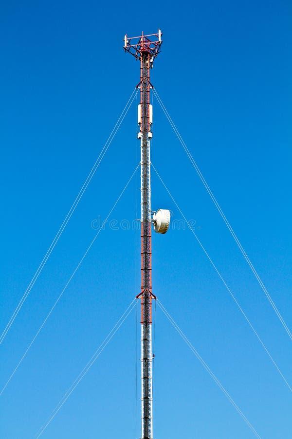 Download Torre De Rádio E O Céu Azul Imagem de Stock - Imagem de celular, dados: 29829221