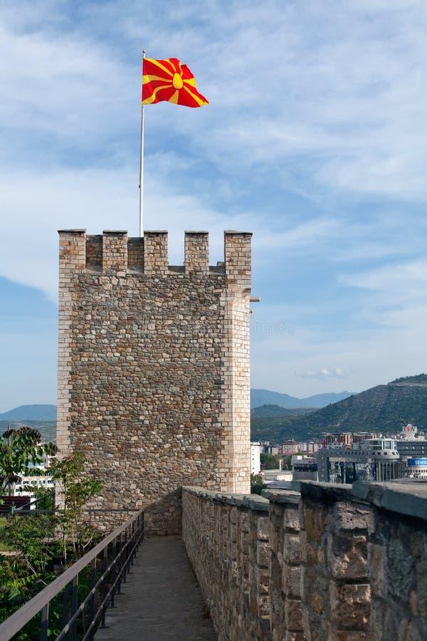 Torre e pareti della fortezza del cavolo, Skopje, Macedonia fotografia stock